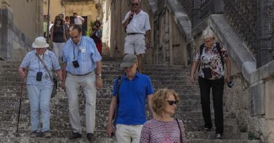 https://www.ragusanews.com//immagini_articoli/20-07-2021/panico-delta-addio-turisti-30-di-disdette-in-sicilia-280.jpg