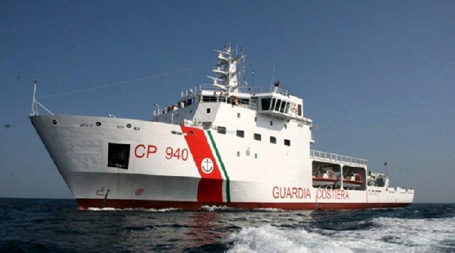 https://www.ragusanews.com//immagini_articoli/20-08-2018/nave-diciotti-pozzallo-dirottata-catania-500.jpg
