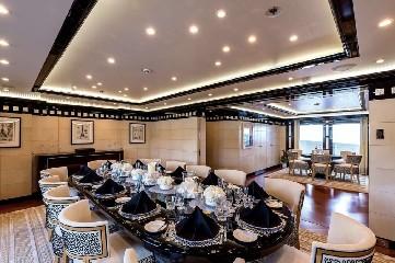 https://www.ragusanews.com//immagini_articoli/20-08-2020/1597941554-yacht-in-sicilia-e-arrivato-l-alfa-nero-amato-da-beyonce-e-bill-gates-1-240.jpg