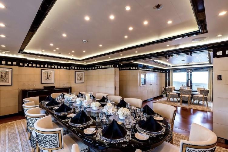https://www.ragusanews.com//immagini_articoli/20-08-2020/1597941554-yacht-in-sicilia-e-arrivato-l-alfa-nero-amato-da-beyonce-e-bill-gates-1-500.jpg