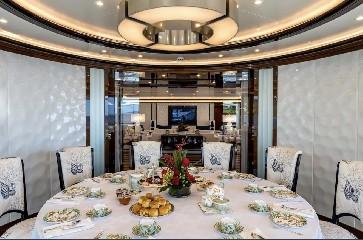 https://www.ragusanews.com//immagini_articoli/20-08-2020/1597941596-yacht-in-sicilia-e-arrivato-l-alfa-nero-amato-da-beyonce-e-bill-gates-1-240.jpg