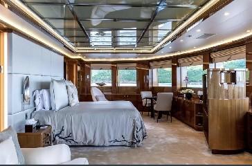 https://www.ragusanews.com//immagini_articoli/20-08-2020/1597941976-yacht-in-sicilia-e-arrivato-l-alfa-nero-amato-da-beyonce-e-bill-gates-1-240.jpg