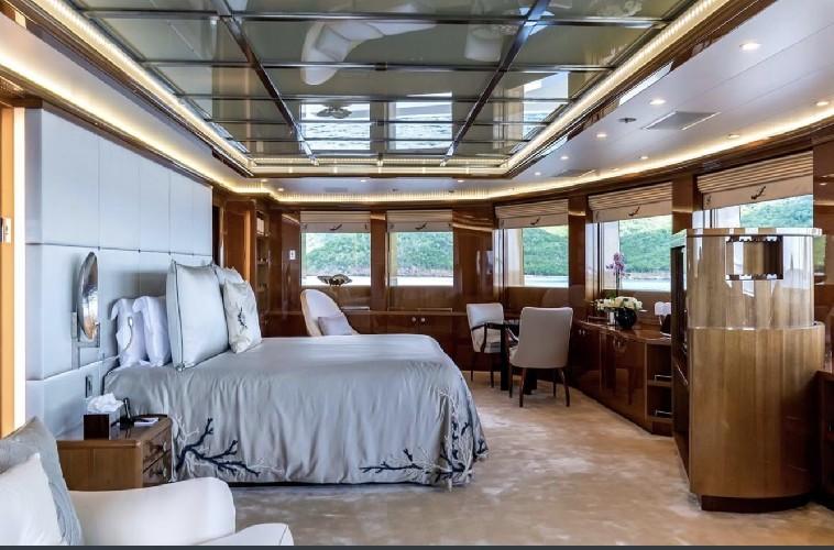 https://www.ragusanews.com//immagini_articoli/20-08-2020/1597941976-yacht-in-sicilia-e-arrivato-l-alfa-nero-amato-da-beyonce-e-bill-gates-1-500.jpg