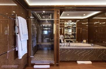 https://www.ragusanews.com//immagini_articoli/20-08-2020/1597942022-yacht-in-sicilia-e-arrivato-l-alfa-nero-amato-da-beyonce-e-bill-gates-1-240.jpg