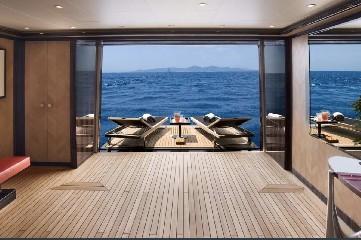 https://www.ragusanews.com//immagini_articoli/20-08-2020/1597942108-yacht-in-sicilia-e-arrivato-l-alfa-nero-amato-da-beyonce-e-bill-gates-1-240.jpg