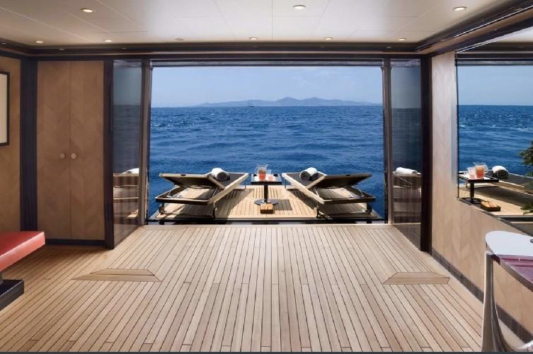 https://www.ragusanews.com//immagini_articoli/20-08-2020/1597942108-yacht-in-sicilia-e-arrivato-l-alfa-nero-amato-da-beyonce-e-bill-gates-1-500.jpg