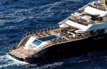 https://www.ragusanews.com//immagini_articoli/20-08-2020/1597942143-yacht-in-sicilia-e-arrivato-l-alfa-nero-amato-da-beyonce-e-bill-gates-1-240.jpg