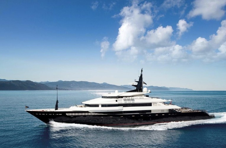 https://www.ragusanews.com//immagini_articoli/20-08-2020/1597942183-yacht-in-sicilia-e-arrivato-l-alfa-nero-amato-da-beyonce-e-bill-gates-1-500.jpg
