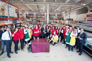 https://www.ragusanews.com//immagini_articoli/20-09-2018/inaugurato-siracusa-punto-vendita-altasfera-240.jpg