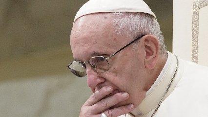https://www.ragusanews.com//immagini_articoli/20-09-2018/vescovo-accusato-violenza-sessuale-papa-solleva-incarico-240.jpg