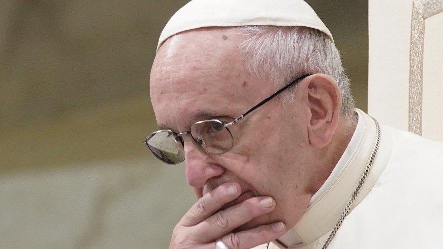Papa solleva vescovo indiano accusato da una suora di violenze