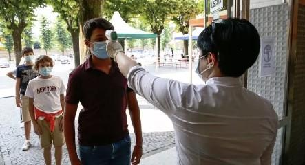 https://www.ragusanews.com//immagini_articoli/20-09-2020/da-marzo-mai-cosi-tanti-contagi-in-sicilia-preoccupa-palermo-240.jpg