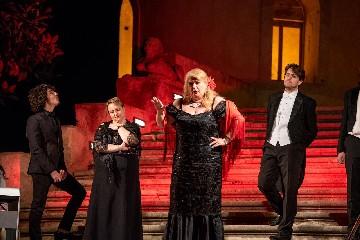 https://www.ragusanews.com//immagini_articoli/20-09-2020/il-donnafugata-opera-concert-del-coro-lirico-siciliano-a-donnafugata-240.jpg