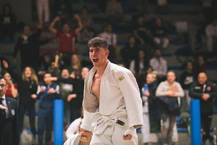 https://www.ragusanews.com//immagini_articoli/20-09-2021/1632146490-vincenzo-pelligra-il-18enne-judoka-sciclitano-convocato-ai-mondiali-foto-3-500.jpg
