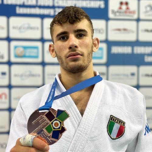 https://www.ragusanews.com//immagini_articoli/20-09-2021/1632146492-vincenzo-pelligra-il-18enne-judoka-sciclitano-convocato-ai-mondiali-foto-4-500.jpg