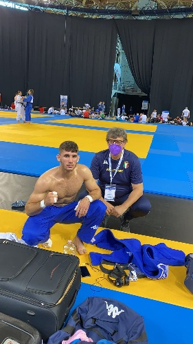 https://www.ragusanews.com//immagini_articoli/20-09-2021/1632146497-vincenzo-pelligra-il-18enne-judoka-sciclitano-convocato-ai-mondiali-foto-6-500.jpg