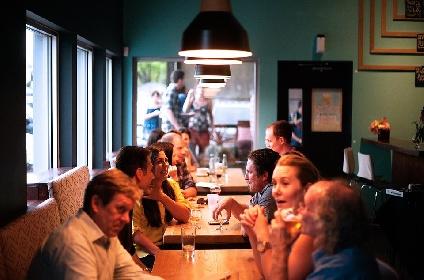 https://www.ragusanews.com//immagini_articoli/20-09-2021/mangiare-sano-fuori-casa-senza-ingrassare-280.jpg