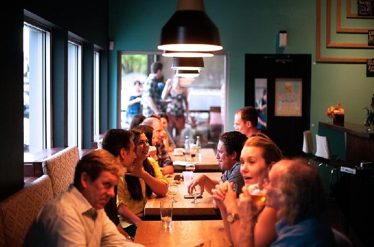 https://www.ragusanews.com//immagini_articoli/20-09-2021/mangiare-sano-fuori-casa-senza-ingrassare-500.jpg
