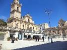 https://www.ragusanews.com//immagini_articoli/20-09-2021/ragusa-una-tenda-dell-accoglienza-in-piazza-100.jpg