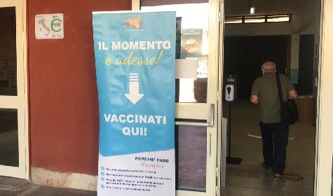 https://www.ragusanews.com//immagini_articoli/20-09-2021/sicilia-terze-dosi-e-green-pass-a-lavoro-il-mese-della-svolta-covid-280.jpg