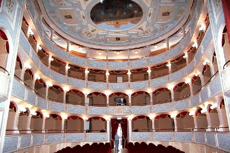https://www.ragusanews.com//immagini_articoli/20-10-2013/gli-orfani-del-garibaldi-abbate-usa-il-teatro-per-la-propaganda-500.jpg