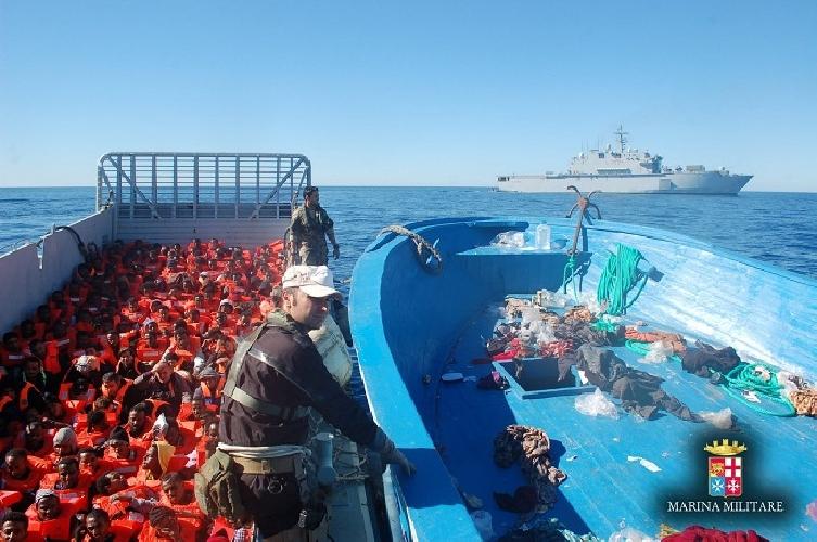 http://www.ragusanews.com//immagini_articoli/20-10-2014/mare-nostrum-festeggia-il-compleanno-con-un-naufragio-500.jpg