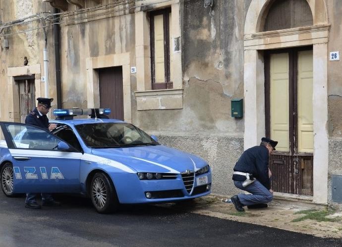 http://www.ragusanews.com//immagini_articoli/20-10-2015/rumeno-tenta-furto-ma-viene-bloccato-dalla-vittima-500.jpg