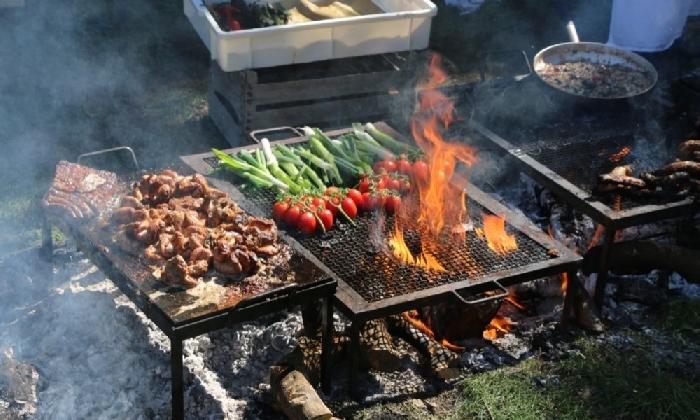 http://www.ragusanews.com//immagini_articoli/20-10-2016/chef-griglia-e-fuoco-l-esperimento-di-buccheri-420.jpg