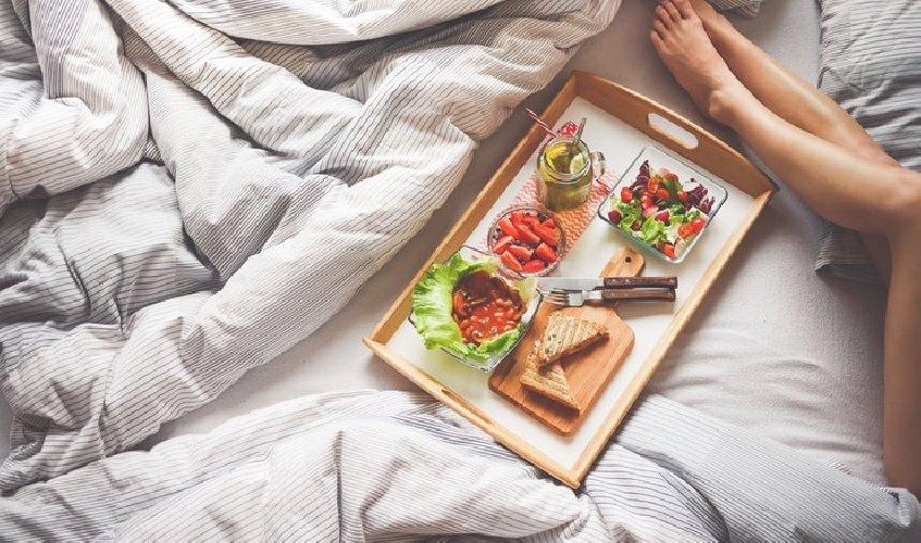 https://www.ragusanews.com//immagini_articoli/20-10-2017/dieta-anticipa-cena-fare-perdere-peso-500.jpg