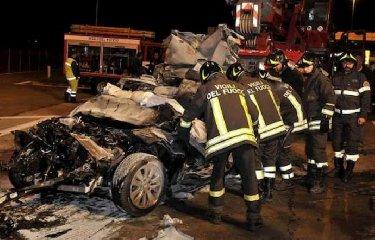 https://www.ragusanews.com//immagini_articoli/20-10-2019/1571587224-strage-sabato-sera-morti-due-ragazzini-in-sicilia-1-240.jpg