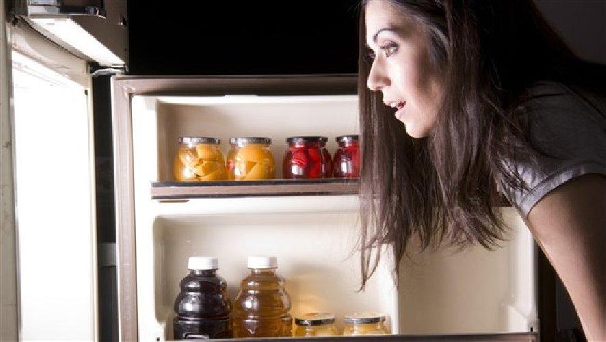 https://www.ragusanews.com//immagini_articoli/20-10-2019/nutrizione-cosa-mangiare-di-notte-per-non-ingrassare-500.jpg