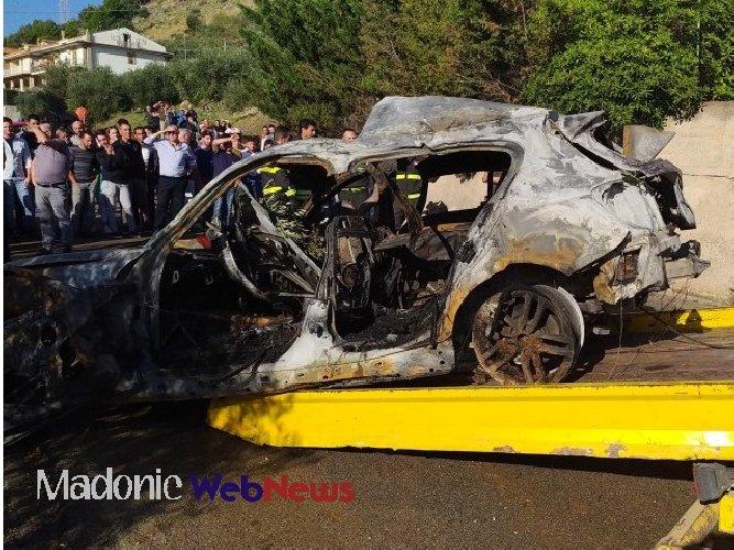 https://www.ragusanews.com//immagini_articoli/20-10-2019/strage-sabato-sera-morti-due-ragazzini-in-sicilia-500.jpg