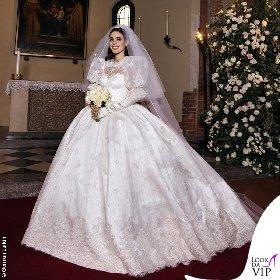 https://www.ragusanews.com//immagini_articoli/20-10-2020/1603196962-ecco-gli-abiti-della-famiglia-berlusconi-al-matrimonio-di-luigi-2-280.jpg