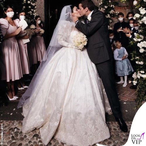 https://www.ragusanews.com//immagini_articoli/20-10-2020/1603196972-ecco-gli-abiti-della-famiglia-berlusconi-al-matrimonio-di-luigi-1-500.jpg