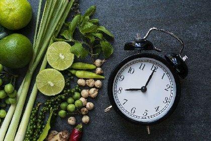 https://www.ragusanews.com//immagini_articoli/20-10-2020/dieta-della-luce-del-giorno-lo-schema-per-dimagrire-in-modo-equilibrato-280.jpg