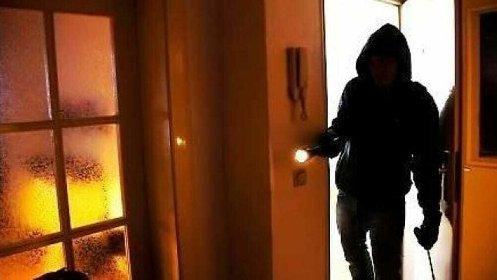 https://www.ragusanews.com//immagini_articoli/20-10-2020/si-sente-abbandonata-dai-genitori-13enne-simula-una-rapina-in-casa-280.jpg