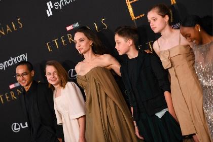 https://www.ragusanews.com//immagini_articoli/20-10-2021/angelina-jolie-sfila-sul-red-carpet-insieme-a-tutti-i-suoi-figli-felice-280.jpg