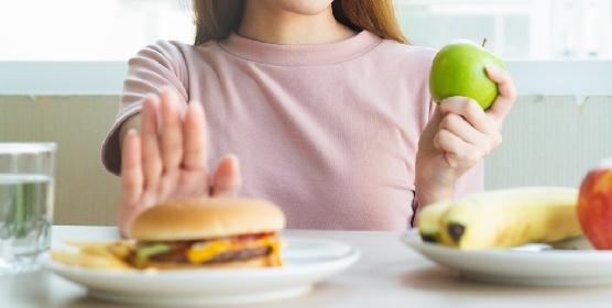 https://www.ragusanews.com//immagini_articoli/20-10-2021/colesterolo-alto-la-dieta-e-i-rimedi-naturali-per-abbassarlo-velocemente-280.jpg