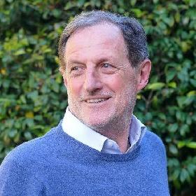 https://www.ragusanews.com//immagini_articoli/20-10-2021/l-ex-vicepresidente-della-regione-lombardia-mantovani-in-vacanza-a-scicli-280.jpg