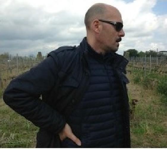 http://www.ragusanews.com//immagini_articoli/20-11-2014/massimo-padova-se-il-vino-si-chiama-spaccaforno-500.jpg