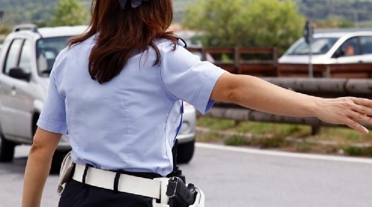 http://www.ragusanews.com//immagini_articoli/20-11-2016/vigilessa-si-suicida-con-pistola-d-ordinanza-420.jpg