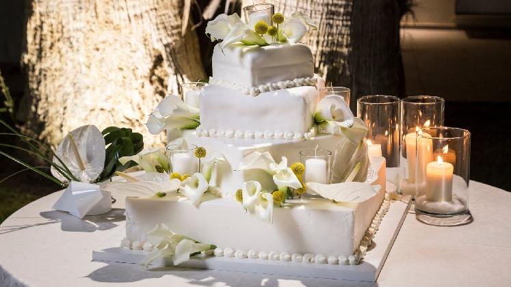 http://www.ragusanews.com//immagini_articoli/20-11-2016/wedding-event-a-villa-orchidea-il-banchetto-di-nozze-420.jpg