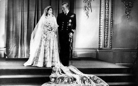 https://www.ragusanews.com//immagini_articoli/20-11-2020/1605879964-la-regina-elisabetta-ii-e-filippo-73-anni-di-matrimonio-in-isolamento-1-280.jpg