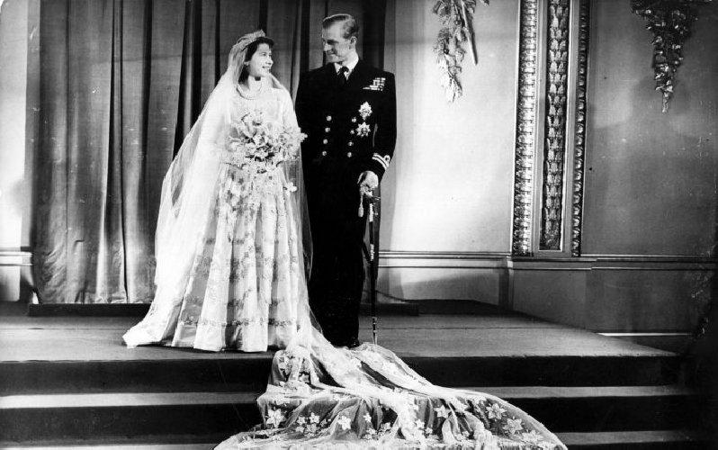 https://www.ragusanews.com//immagini_articoli/20-11-2020/1605879964-la-regina-elisabetta-ii-e-filippo-73-anni-di-matrimonio-in-isolamento-1-500.jpg