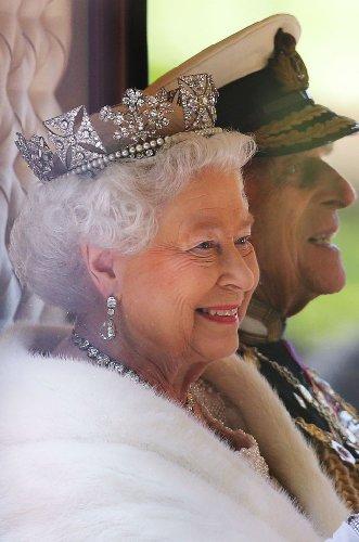 https://www.ragusanews.com//immagini_articoli/20-11-2020/1605880075-la-regina-elisabetta-ii-e-filippo-73-anni-di-matrimonio-in-isolamento-4-500.jpg