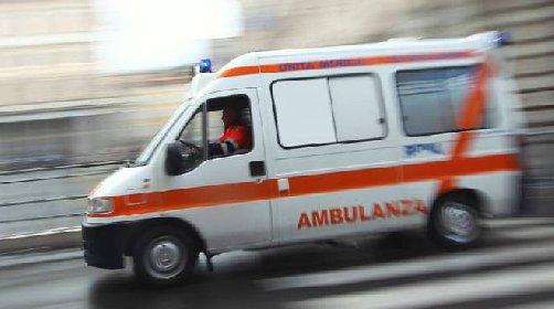 https://www.ragusanews.com//immagini_articoli/20-11-2020/negazionisti-inseguono-affiancano-e-filmano-ambulanza-girate-a-vuoto-280.jpg