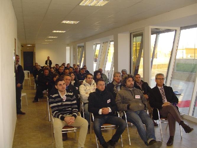http://www.ragusanews.com//immagini_articoli/20-12-2011/nautica-convenzione-fra-tsi-e-lega-pesca-sicilia-500.jpg