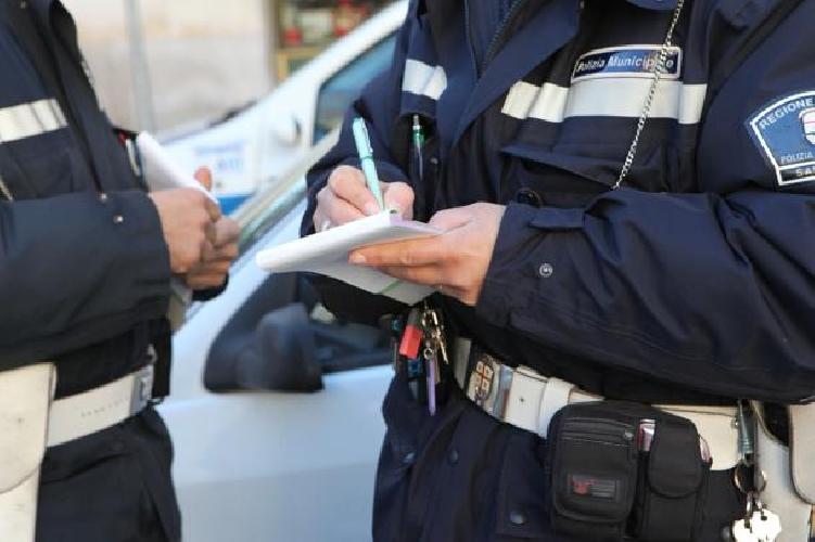 http://www.ragusanews.com//immagini_articoli/20-12-2013/i-tagli-alle-multe-degli-amici-rinviati-a-giudizio-agenti-di-pozzallo-500.jpg