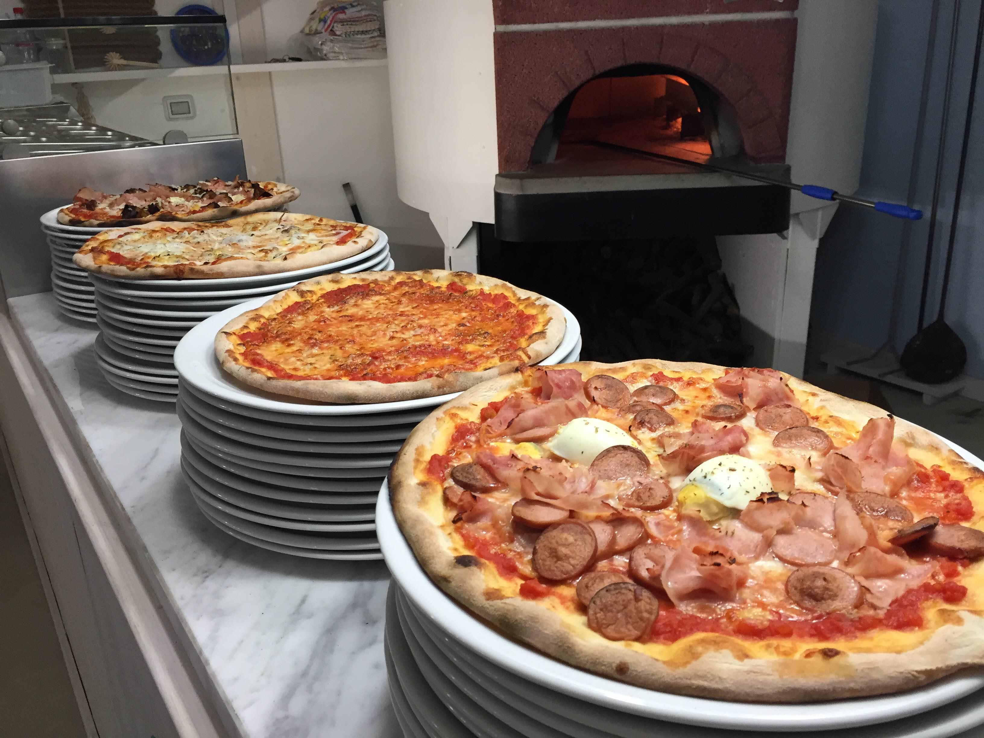 https://www.ragusanews.com//immagini_articoli/20-12-2015/1450628284-1-la-vera-pizza-napoletana-a-donnalucata.jpg