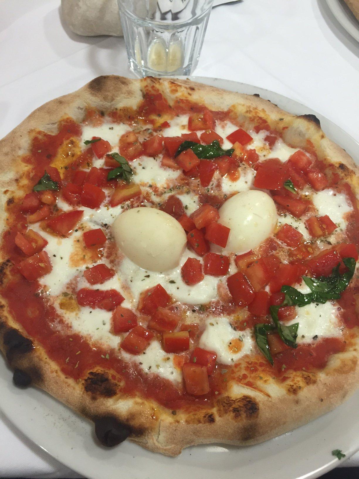 https://www.ragusanews.com//immagini_articoli/20-12-2015/1450629355-1-la-vera-pizza-napoletana-a-donnalucata.jpg